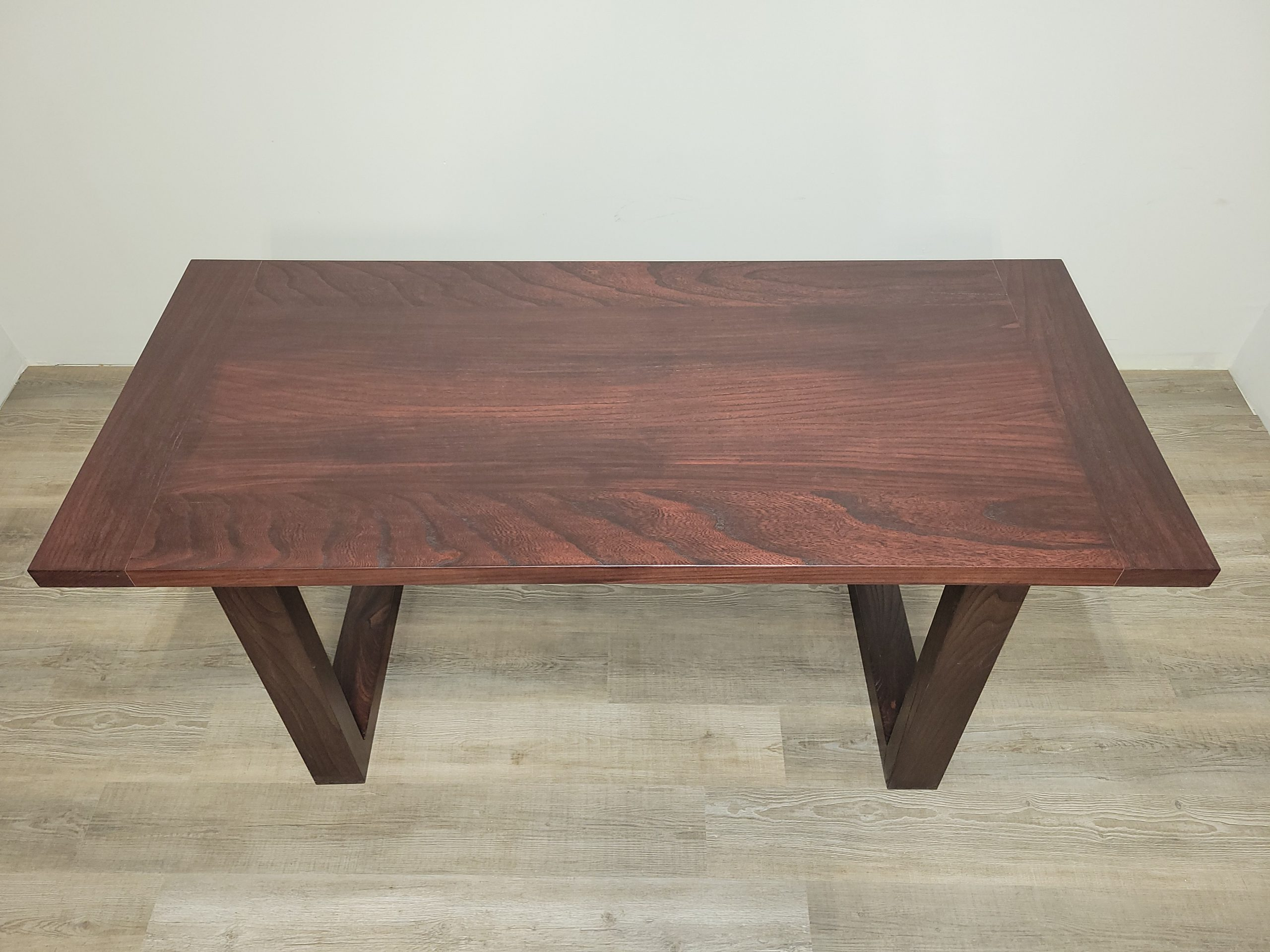 https://competitivewoodcraft.com/wp-content/uploads/2020/11/Dining-Table-2-scaled.jpg