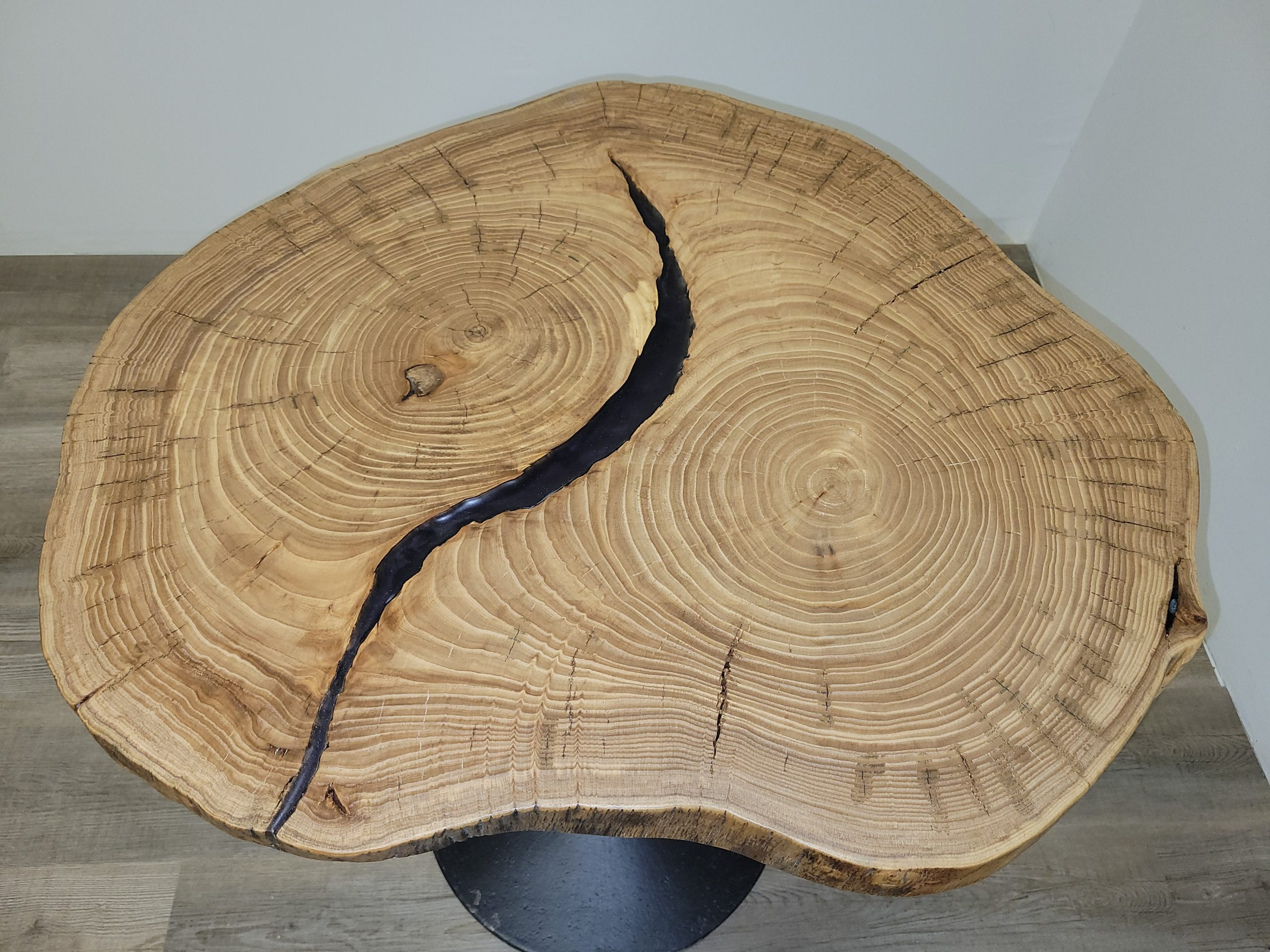 https://competitivewoodcraft.com/wp-content/uploads/2021/03/Live-Edge-Coffee-Table-1-scaled.jpg